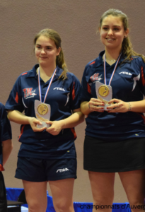 soleyane-goutagny-andrea-demoulin-podium-championnats-d-auvergne-2016-stade-clermontois-tennis-de-table